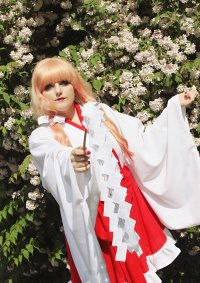 Cosplay-Cover: Sheryl Nome { Miko }