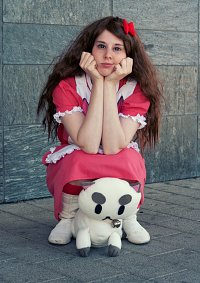 Cosplay-Cover: Bee (Waitress Outfit)