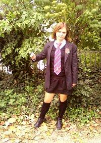 Cosplay-Cover: Ginny Weasley Schuluniform