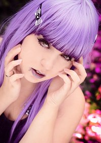 Cosplay-Cover: Purple Goth-Chick