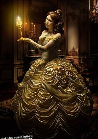 Cosplay-Cover: Belle - Ballkleid