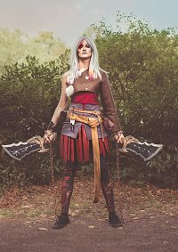 Cosplay-Cover: Kratos (female)
