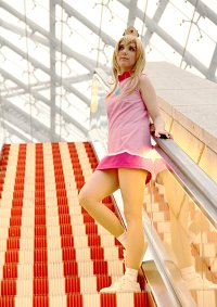 Cosplay-Cover: Prinzessin Peach [Mario Power Tennis]