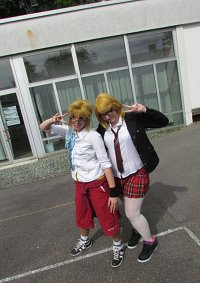 Cosplay-Cover: Rin Kagamine Schoollook