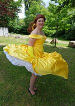 Cosplay-Cover: Belle (goldenes Kleid)