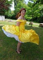 Cosplay-Cover: Belle (goldenes Kleid)