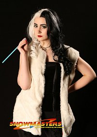 Cosplay-Cover: Cruella DeVil