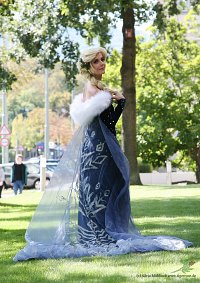 Cosplay-Cover: Elsa (Olaf taut auf)