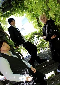 Cosplay-Cover: Bourbon [Black Suit]