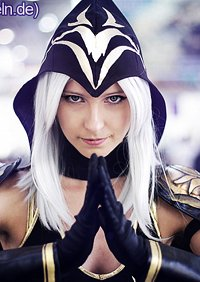 Cosplay-Cover: Ashe
