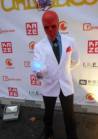 Cosplay-Cover: Red Skull (weißer Anzug)