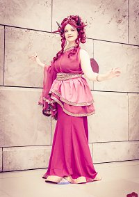 Cosplay-Cover: Female Pech