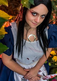 Cosplay-Cover: Alice Liddell [Wonderland Dress]