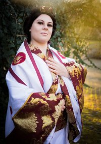 Cosplay-Cover: Ursa [Bridal Outfit]