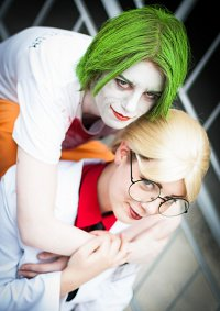 Cosplay-Cover: Dr. Harleen F. Quinzel