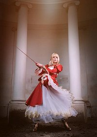 Cosplay-Cover: Saber Nero (Red Dress)