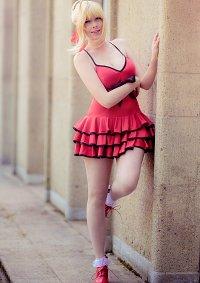 Cosplay-Cover: Saber Nero (Crimson Dress)