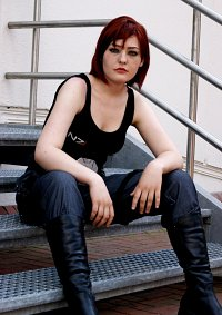 Cosplay-Cover: Commander Shepard [Casual]