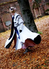 Cosplay-Cover: Edith Sharpe - Grey Dress Coat