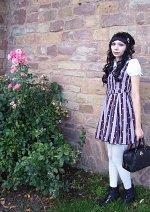 Cosplay-Cover: lolita (meta regimental stripe dress)