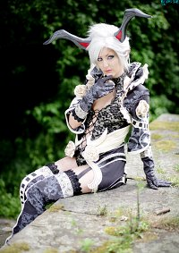 Cosplay-Cover: Castanic [Robe]
