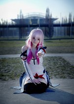 Cosplay-Cover: Inori Yuzuriha [White Suit]
