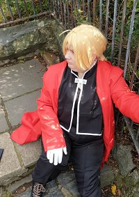 Cosplay-Cover: Edward Elric (komplett)