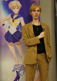 Cosplay-Cover: Haruka Tenoh (brauner Anzug)