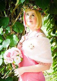 Cosplay-Cover: Caroline Channing -Brautjungfern Sophies Wedding-