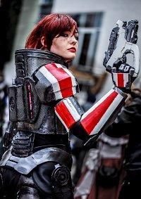 Cosplay-Cover: Commander Shepard [N7 Armor]