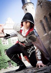 Cosplay-Cover: Ezio Auditore [Black Dress]