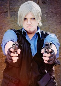 Cosplay-Cover: Leon S. Kennedy [RE 6 - China]