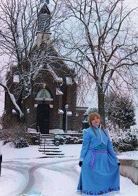 Cosplay-Cover: Anna, Weihnachtskleid.