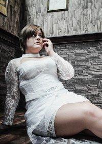 Cosplay-Cover: Rebbeca Chambers [Wedding Dress]