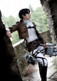 Cosplay-Cover: Levi ~ Scouting Legion ~
