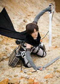 Cosplay-Cover: Eren Yeager (立体機動特務兵)