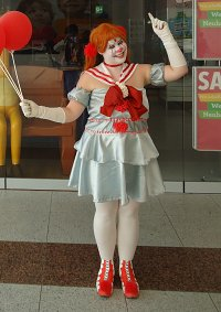Cosplay-Cover: Pennywise [Sailor Moon Outfit]