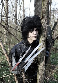 Cosplay-Cover: Edward mit den Scherenhänden