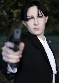 Cosplay-Cover: Levi (Anzugsversion)