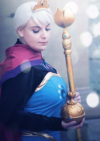 Cosplay-Cover: Elsa von Arendelle *Coronation*