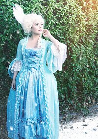 Cosplay-Cover: Elsa [Rococo dress]