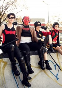 Cosplay-Cover: Tim Drake (Low Budget Batfam)