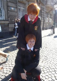Cosplay-Cover: Fred Weasley [Gryffindor Uniform]