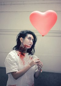 Cosplay-Cover: not a zombie nurse