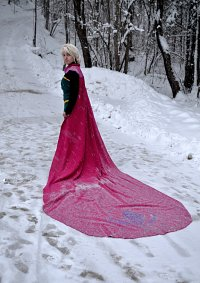 Cosplay-Cover: Queen Elsa of Arendelle [Coronation]