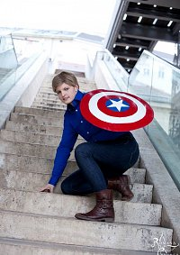 Cosplay-Cover: Steve Rogers (Party Outfit)