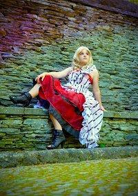 Cosplay-Cover: Alice Kingsley - Alice in Wonderland