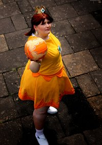 Cosplay-Cover: Prinzessin Daisy Dodgeball(Super Mario Sports Mix)