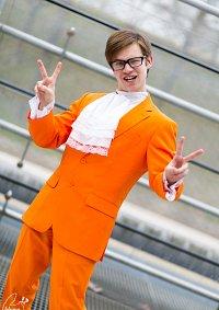 Cosplay-Cover: Austin Powers (orangener Anzug)