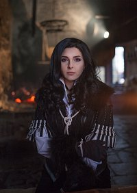 Cosplay-Cover: Yennefer von Vengerberg